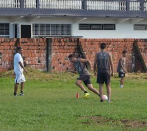 Vasco-AC faz treino de posicionamento, na Fazendinha (Foto: Murilo Lima)