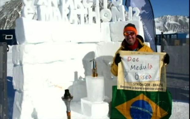 Maratonista de Curitiba faz campanha de doação na Maratona da Antartica (Foto: reprodução RPCTV)