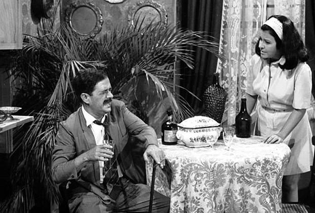 Dr. Maciel (Ênio Santos) e Domingas (Ana Ariel) em Irmãos Coragem