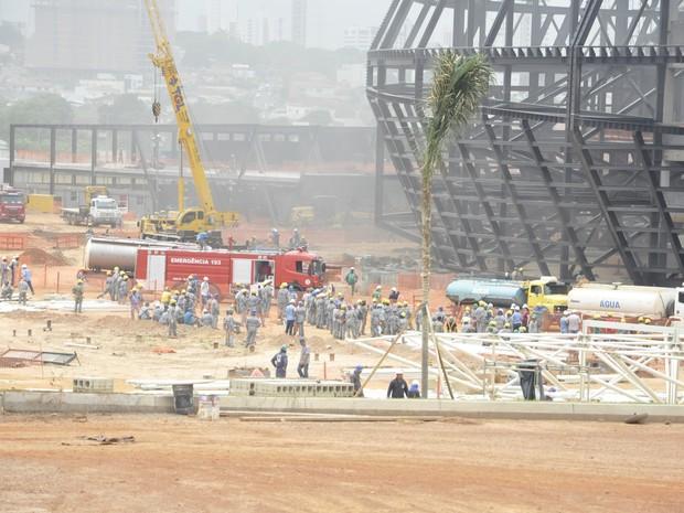 Fogo atinge a Arena Pantanal em Cuiabá (Foto: Carolina Holland/G1)
