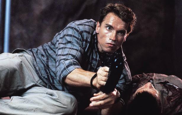 Arnold Schwarzenegger não precisa de dublê. O ex-fisiculturista nascido na Áustria e hoje com 67 anos de idade faz cenas arriscadas por conta própria. (Foto: Reprodução)