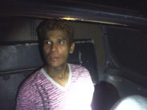 Foragido foi levado ao 5° Distrito Policial (Foto: Divulgação: Rocam)