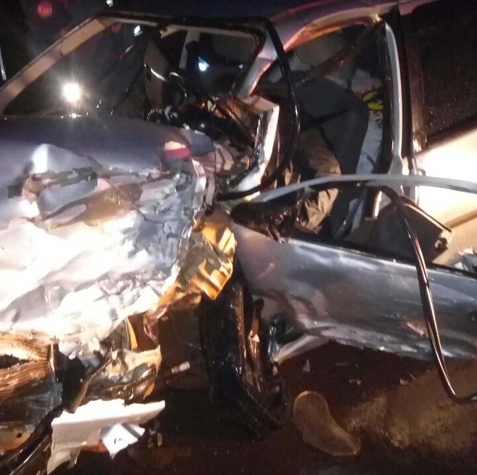Quatro pessoas morreram em acidente em Tarumã (Foto: Sidney Fernandes/Rádio Difusora)