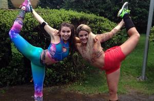 Ingrid Bragalda e Rithielle Tolentino mostram flexibilidade  (Arquivo Pessoal)
