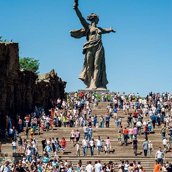 SOMBRA O monumento Mãe Pátria,  em Volgogrado, celebra vitória dos russos na Segunda Guerra Mundial. Um passado muito presente (Foto: Shutterstock)