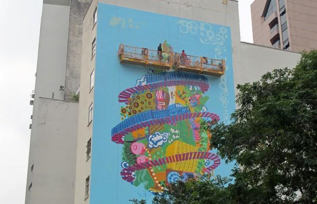 Globo terrestre é pintado em prédio na Rua Amauri, no Jardim Paulista (Foto: Victória Brotto/G1 SP)