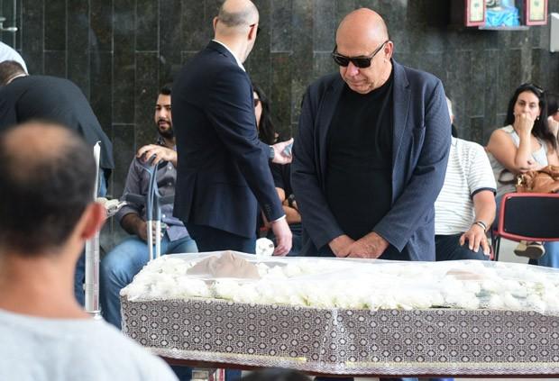 Amilcare Dallevo Jr se emociona no velório (Foto: AG News)