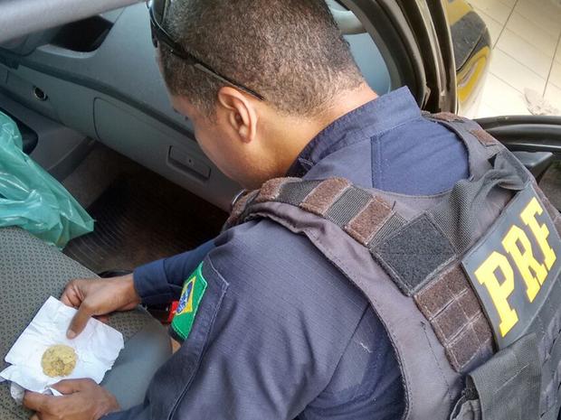 Polícia encontra 105 gramas de ouro em carro e condutor é detido