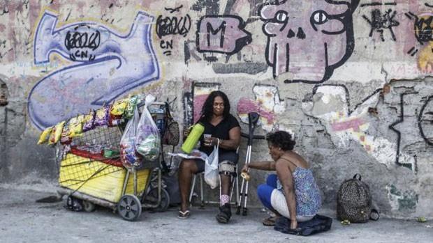 Apenas alguns vendedores ambulantes e moradores de rua foram vistos nas ruas vizinhas ao empreendimento (Foto: Daniel Ramalho/BBC)