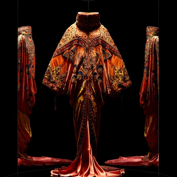 Shéhérazade outfit by John Galliano for Christian Dior, haute couture spring-summer 1998 (Foto: Reprodução)
