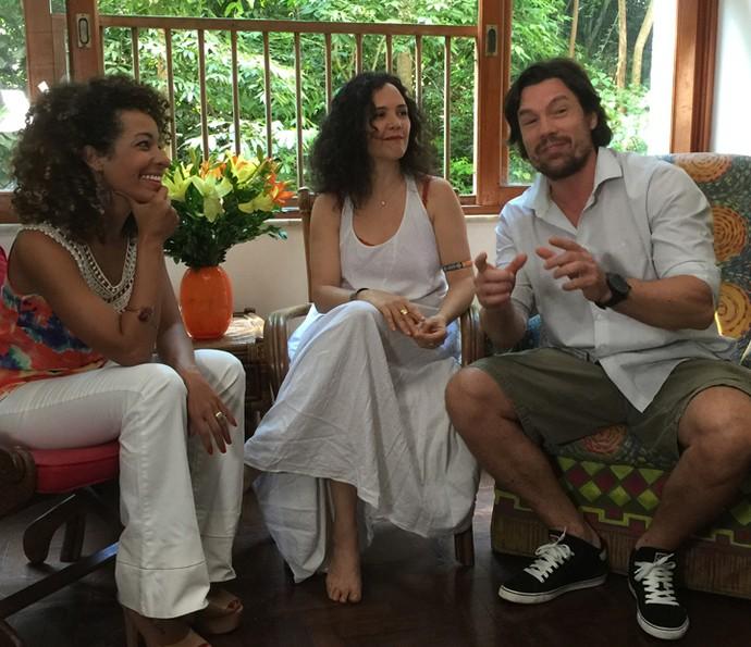 Tereza Seiblitz e Ricardo Macchi conversam com Aline Prado (Foto: Vídeo Show / Gshow)