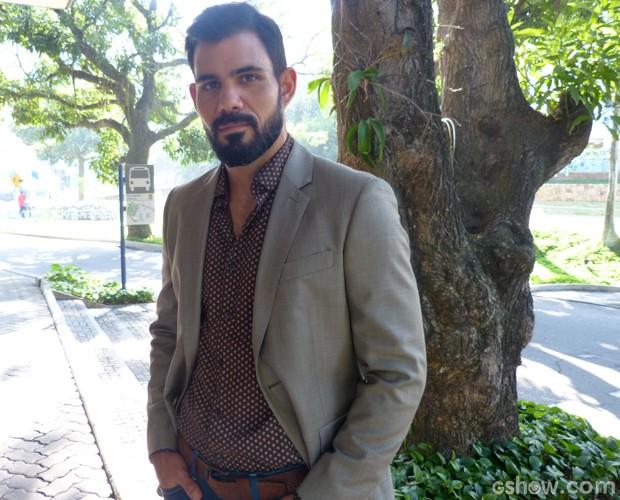 Juliano Cazarré nos bastidores do Encontro (Foto: Encontro com Fátima Bernardes/ TV Globo)