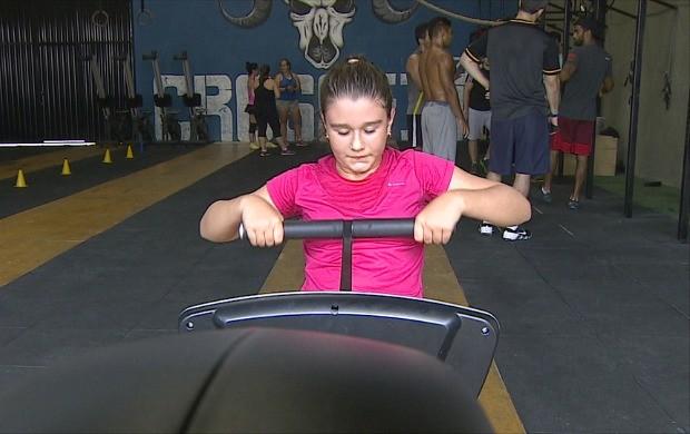 Maria Júlia tem 11 anos e pratica cross fit kids (Foto: Globo Esporte)