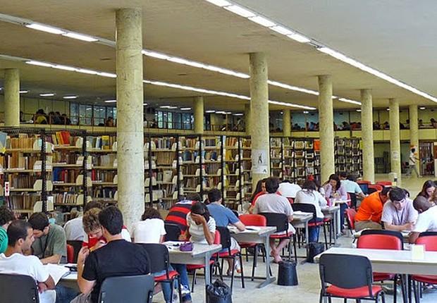 Biblioteca do CT da Universidade Federal do Rio de Janeiro (UFRJ) (Foto: Reprodução/Twitter)