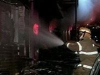 Bombeiros combatem fogo em boate (Foto: Reprodução/TV Globo)