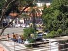 Manifestantes ateiam fogo em pneus em protesto em frente à UFRJ