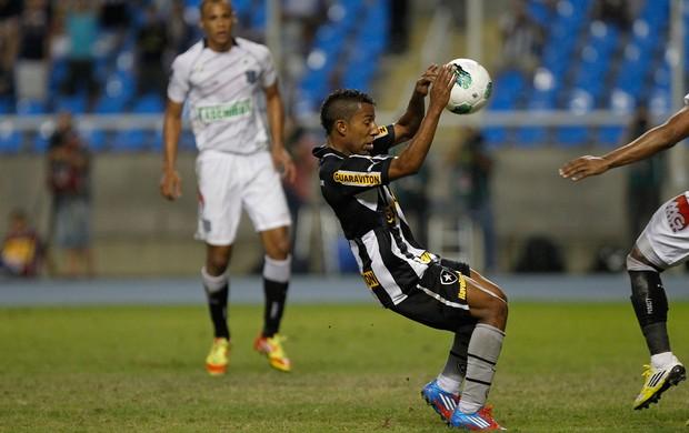 Vitor Junior Botafogo x Figueirense (Foto: Ricardo Ramos / Ag. Estado)