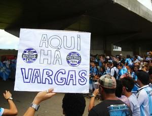 Chegada Eduardo Vargas Grêmio (Foto: Lucas Uebel/Grêmio FBPA)