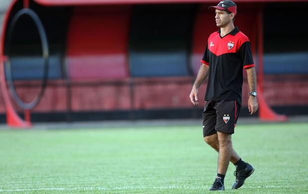 Jairo Araújo, técnico interino do Atlético-GO (Foto: O Popular)