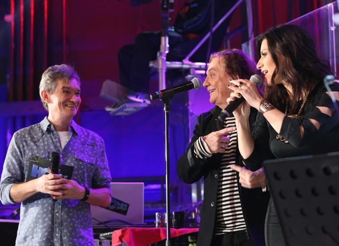 Serginho Groisman, Fábio Jr. e Laura Pausini cantam juntos no Altas Horas (Foto: Carol Caminha/Gshow)