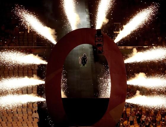 Aaron Wheelz  desce a megarrampa e abre a cerimônia no Maracanã (Foto: Alexandre Loureiro/Getty Images)