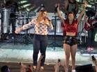 Preta Gil canta com Mari Antunes em show na quadra do Salgueiro