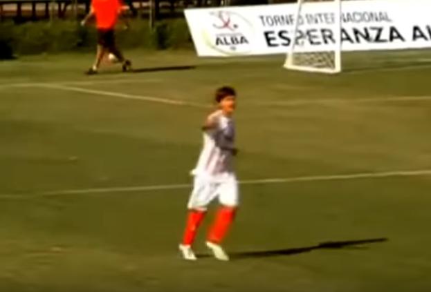 BLOG: Jornal catalão compara Dybala e Messi ao exibir vídeos dos craques ainda garotos