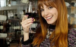 Titi Müller explora vinícolas na América Latina