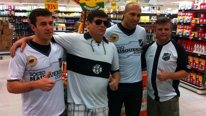 Edno, Ronaldo Mendes e torcedores do ABC (Foto: Augusto Gomes/GloboEsporte.com)