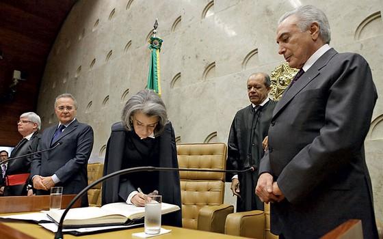 Cármen toma posse.Ela é reticiente diante da proposta  de ajuste salarial para os ministros do STF (Foto: Agência Senado)