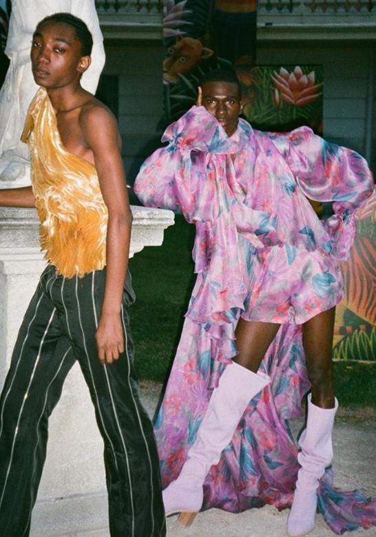 Reconhece? O look da direita, da grife Palomo Spain, é o mesmo usado por Beyoncé (Foto: Instagram/Reprodução)