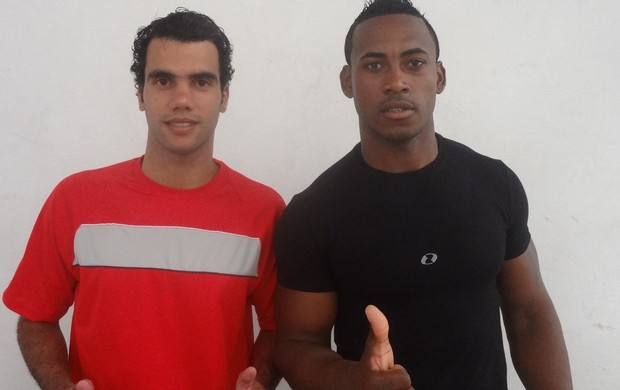 Ricardo Papaleguas e Ronaldo Negão, ambos em testes no Baenão (Foto: Globoesporte.com)
