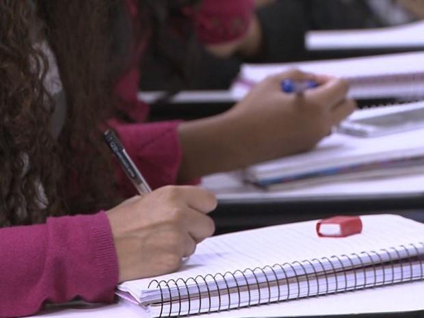 Cerca de 150 mil estudantes de faculdades particulares do ES dependem do Fies (Foto: Reprodução/ TV Gazeta)