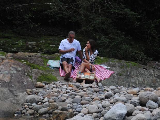 Nelson aproveita passeio romântico e pede Natália em casamento  (Foto: Divulgação/TV Globo)