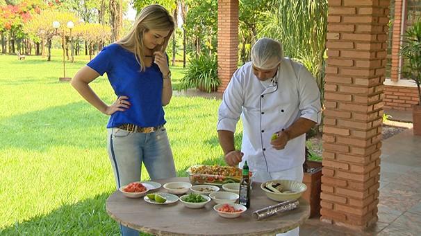 """Vivian Padovan apresenta a receita no quadro """"Cozinha do Brasil"""" (Foto: Reprodução TV Fronteira)"""