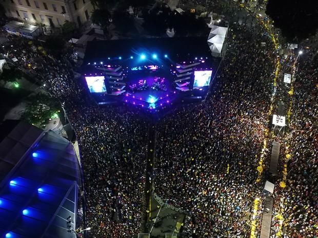 Multidão acompanhou o primeiro dia de shows do réveillon de Salvador (Foto: Elias Dantas/Ag. Haack)