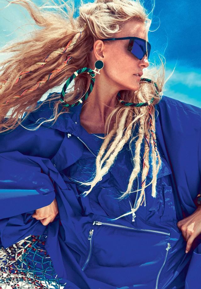 Carol Trentini na Vogue Brasil de novembro de 2015 (Foto: JR Duran)