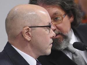 O senador Demóstenes Torres (sem partido-GO) e o advogado Kakay, no Conselho de Ética (Foto: Wilson Dias/ABr)