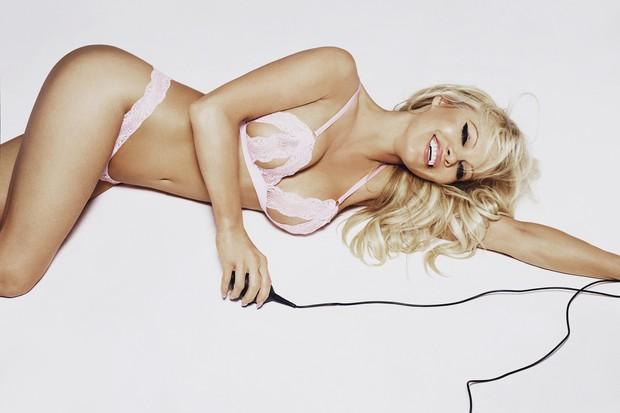Pamela Anderson em ensaio para a Coco de Mer (Foto: Rankin/The Full Service for Coco de Mer)