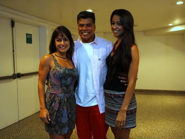 Maurício Mattar, Bianca Assumpção e da filha Rayra Gracie (Foto: Graça Paes/Photorio News)