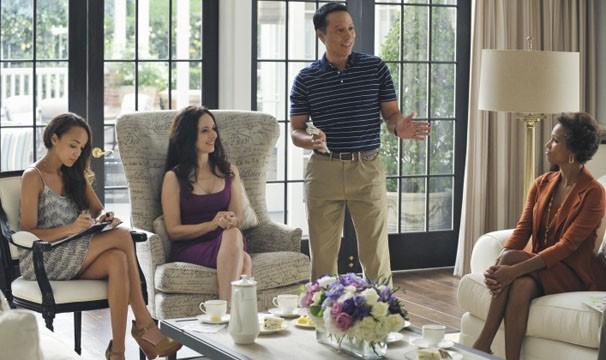 Emily planeja destruir a vida pessoal e profissional do promotor  (Foto: Divulgação / Disney Media Distribution)