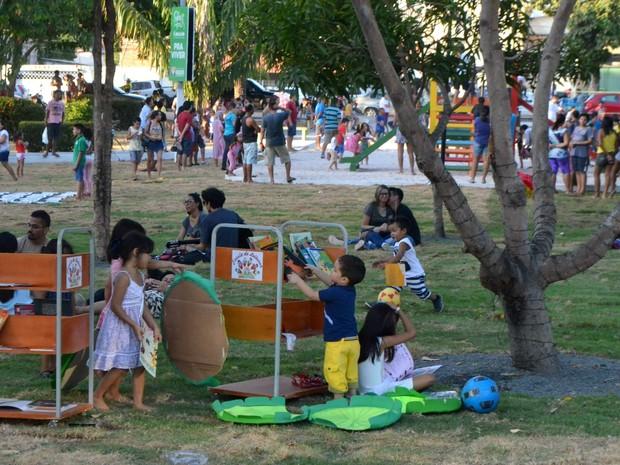 Praça Floriano Peixoto foi ocupada por crianças (Foto: Abinoan Santiago/G1)
