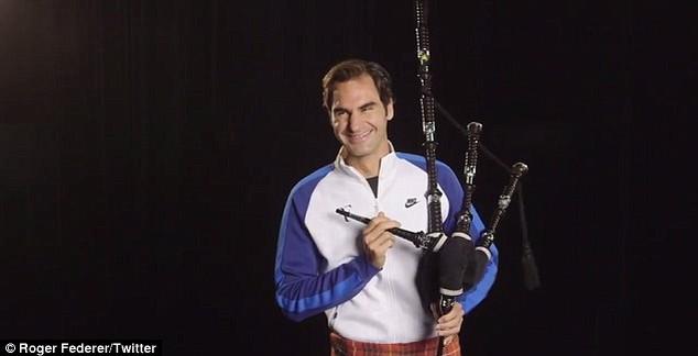 """Federer adota visual em homenagem aos escoces e ainda se arrisca na gaita de fole: """"Tentei"""", brincou o suíço (Foto: Reprodução/Twitter)"""