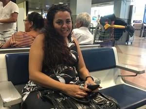 Estudante Cristina Guimarães reclamou dos preços nas lojas do aeroporto de Salvador (Foto: Alan Tiago Alves/G1)
