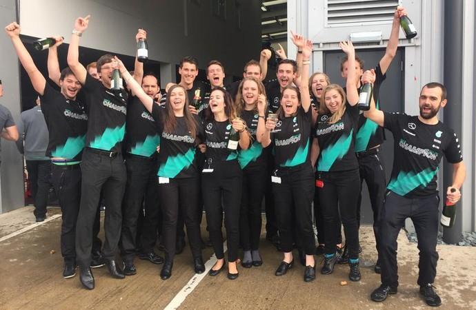 Equipe Mercedes comemora bicampeonato do Mundial de Construtores (Foto: Divulgação)