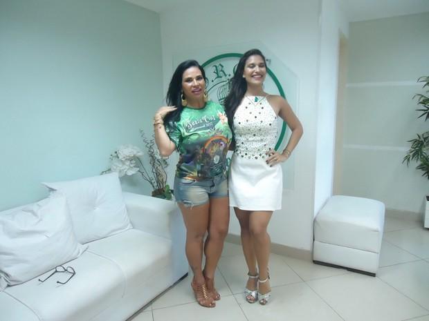 Solange Gomes na Santa Cruz com a rainha Larissa Nicolau (Foto: Divulgação/Divulgação)