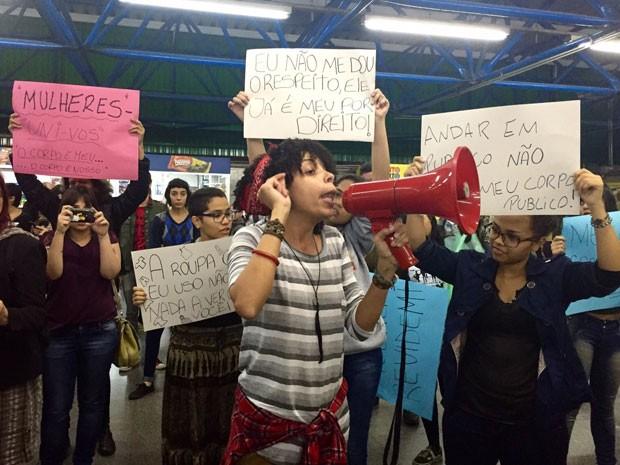 Mulheres fazem protesto contra o abuso sexual no Metrô de São Paulo (Foto: Anne Barbosa/G1)