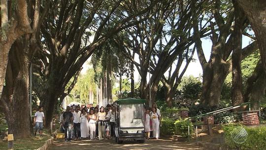 Família faz cerimônia de despedida antes de cremação da ciclista baiana atropelada no RN