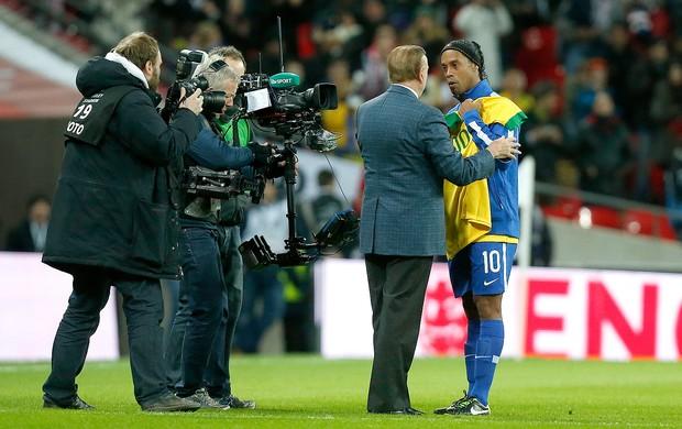 Ronaldinho e José Maria Marin no amistoso do Brasil (Foto: AP)