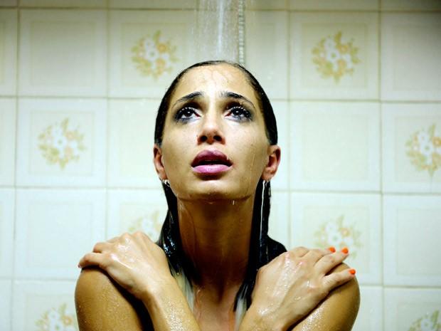 A atriz Camila Pitanga é Lavínia, ex-prostituta e figura central de um triângulo amoroso formado por um fotógrafo e um líder religioso (Foto: Divulgação)